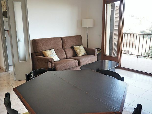 Flat with some 75 m2 for sale in Bellcaire d'Empordà and located 6 km from L'Escala and the beach.