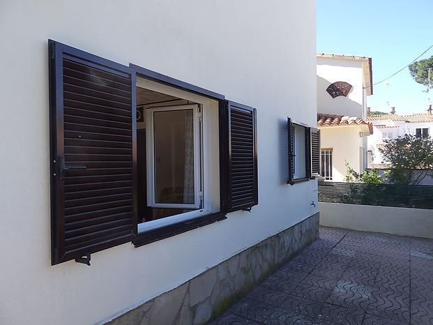 Nice house on two levels Partly renovated with a surface of 85 m2 built