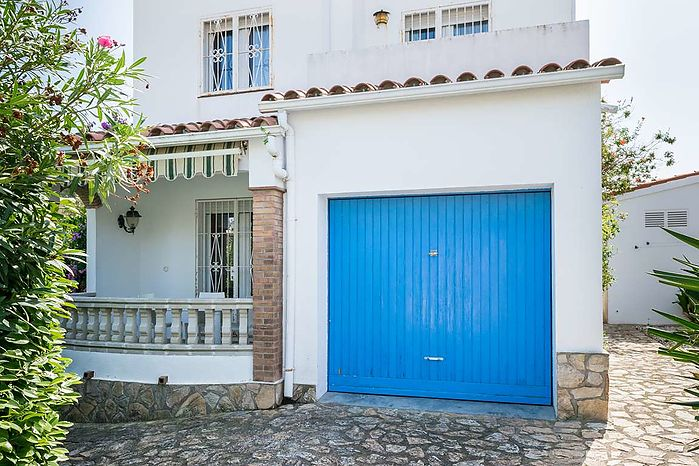 Beautiful house of 90 m2 for sale in L'Escala.