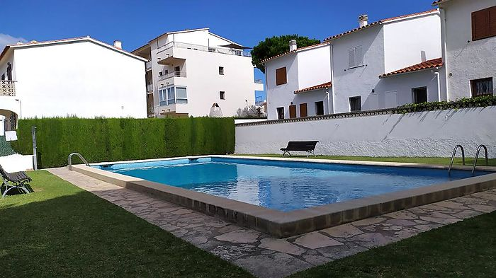 Recently renovated terraced house, with swimming pool, located near the port, in L'Escala
