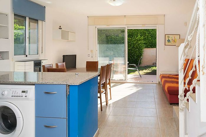 Corner house with an area of 91 m2 in a fantastic residence with garden and communal pool,