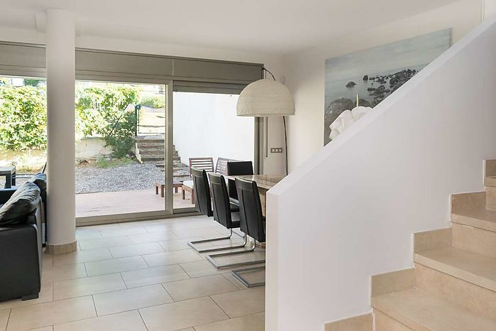 Modern house with an area of 130 m2 with garden and community pool,