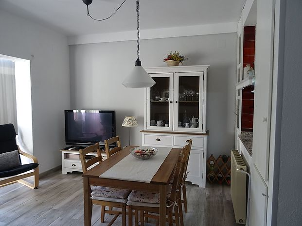 Renovated ground floor house with an area of 62 m2 according to Registration. It is located about 400 meters from the marina