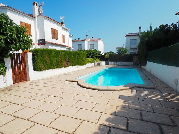 Two storey house with high quality finishes located 900 meters from the beach of Riells