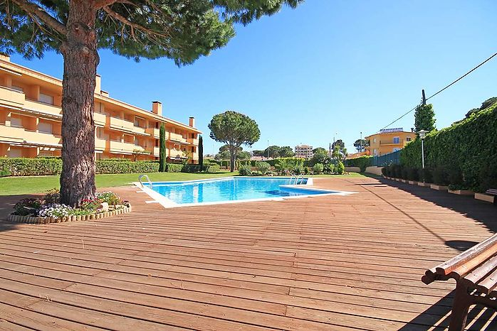 Large duplex of 94 m2 in a communal area with pool