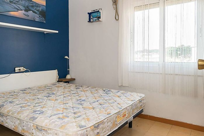 Nice apartment with an area of 58m2 on the 2nd floor without elevator. Sold furnished.