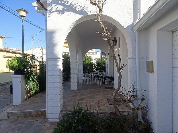 Nice renovated house, in impeccable conditions, located in Riells near the beach