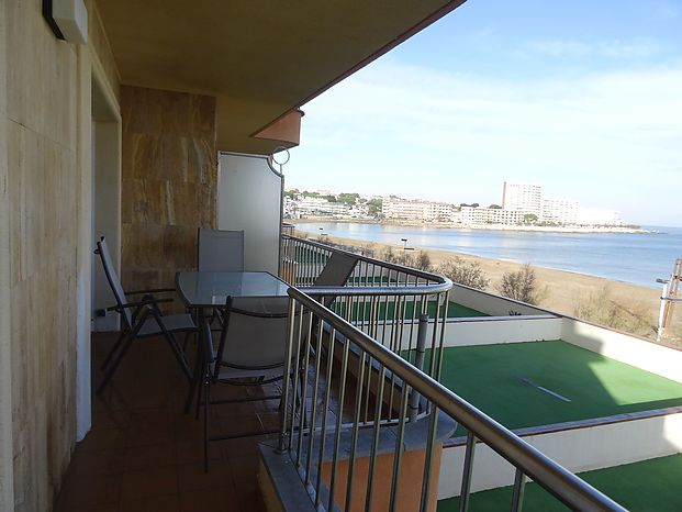 Beautiful apartment of 77 m2 in a Residence located on the seafront