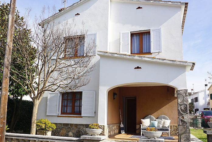 97m2 house very close to the Paseo Maritimo de Riells