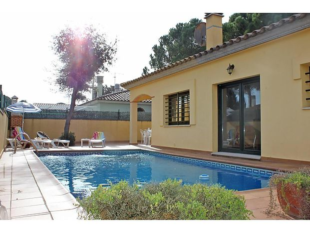 Nice house with an area of 87m2 and swimming pool of 8m x 4m