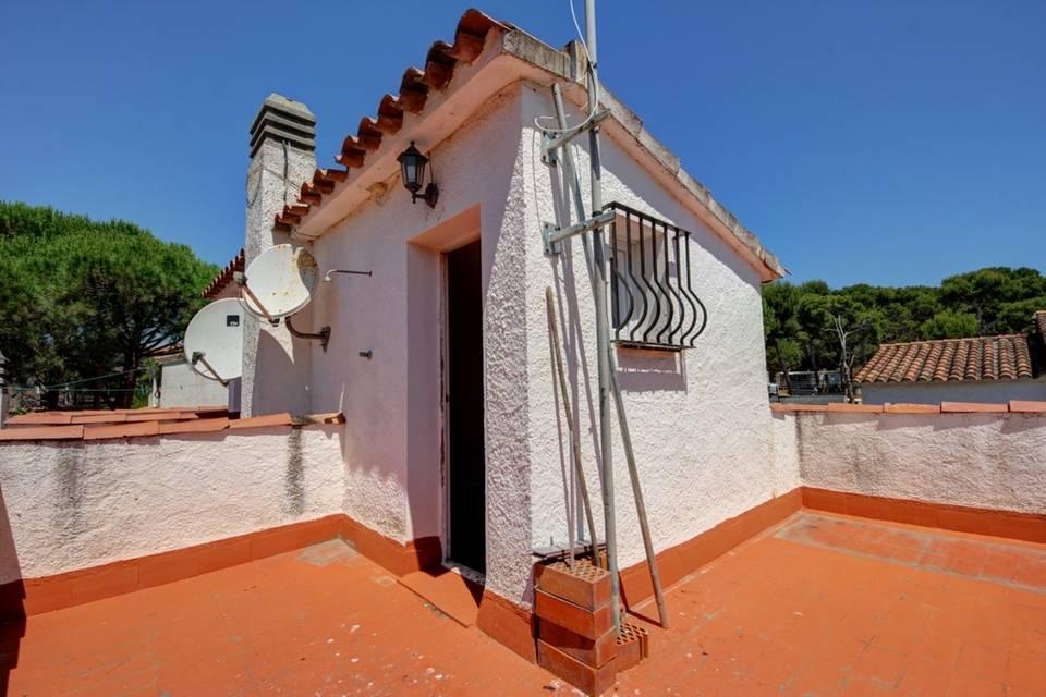 Cool maison de m proche de la cala montg en vente luescala for Prix maison 90m2