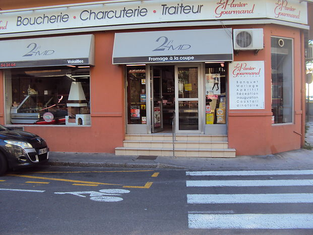 Fantastic butcher shop catering for sale in Perpignana with a total area of 155 m2.