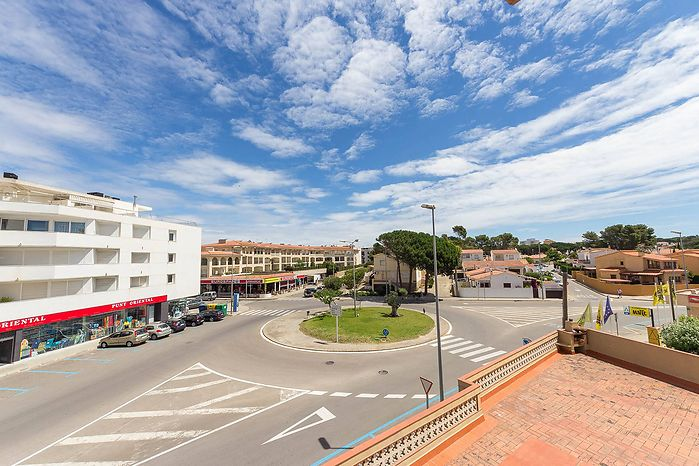 Renovated apartment of 63 m2, 2nd floor, located about 150 meters from the beach for sale in L'Escal