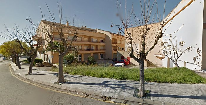 Catalonia Real Estate Consulting in L'Escala | Apartment with 51 m2 about 100 meters from shops. Ref 416.