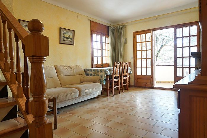 House of 100 m2 and located about 200 meters from the beach of Riells and its Paseo Maritimo and shops.