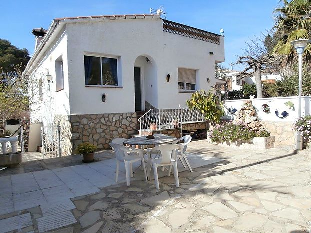 Catalonia 21 Real Estate Consulting in L'Escala offers this house with 148 m2located in a very quiet area and 1km from the sea. Ref 507