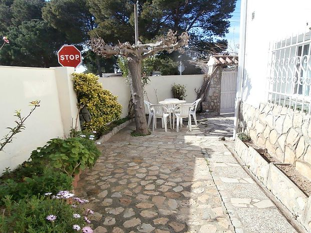 Large individual corner house with a surface of 148 m2 on two levels and with the possibility of making a pool.